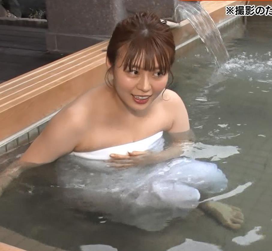 井口綾子 豪快な胸チラキャプ・エロ画像9