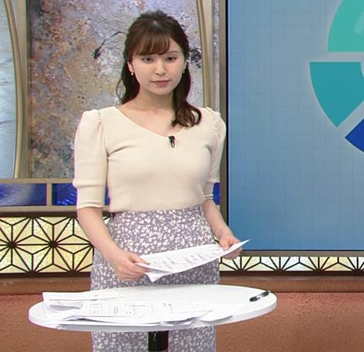角谷暁子アナ 巨乳が際立つニットキャプ・エロ画像4