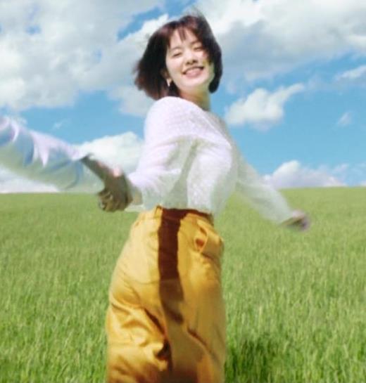 筧美和子 おっぱいが揺れまくるCMのGIF動画キャプ画像(エロ・アイコラ画像)