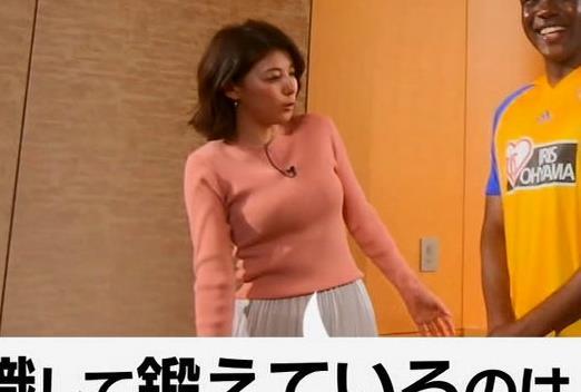 上村彩子アナ いい感じにエロいニットおっぱいキャプ・エロ画像8