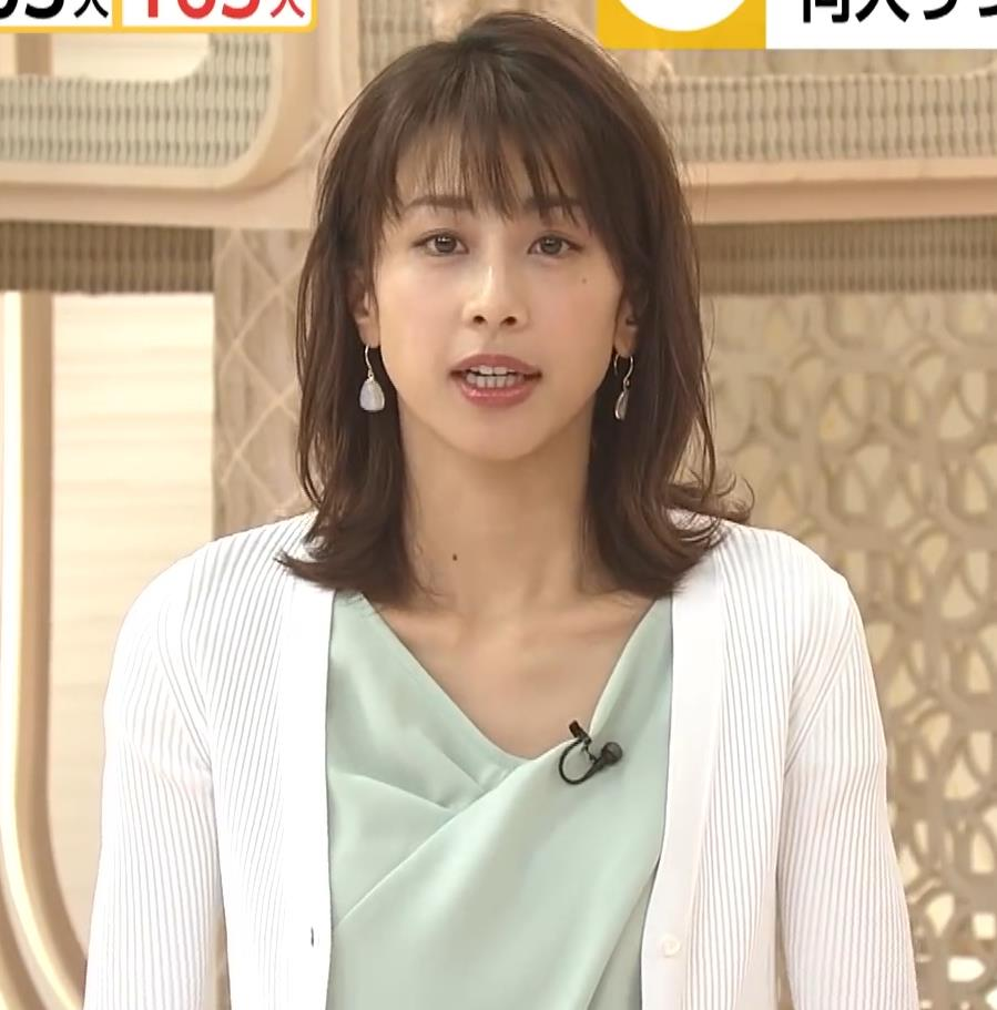 加藤綾子 緩い服で胸元チラキャプ・エロ画像