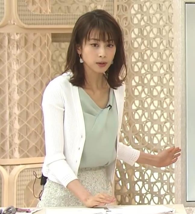 加藤綾子 緩い服で胸元チラキャプ・エロ画像3