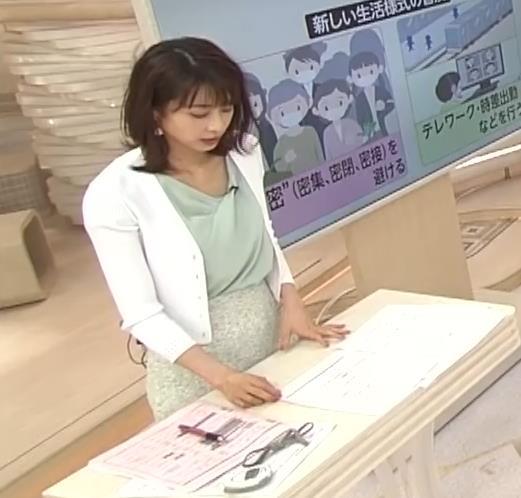 加藤綾子 緩い服で胸元チラキャプ・エロ画像9