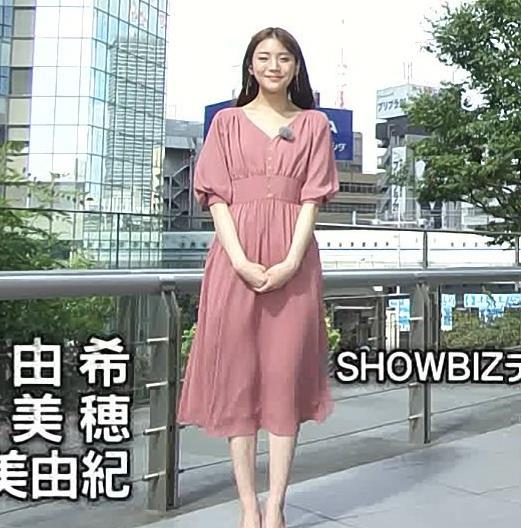 貴島明日香 風でスカートで張り付いて脚のラインが浮き出るキャプ・エロ画像3