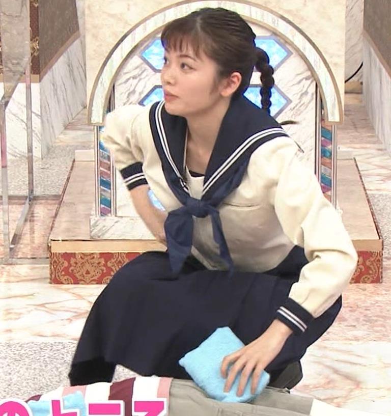 小芝風花 セーラー服で前かがみ胸元チラキャプ・エロ画像13