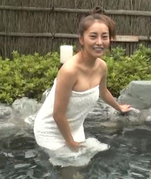 熊切あさ美 温泉レポートのタオルの下げ方がエロ過ぎキャプ・エロ画像4