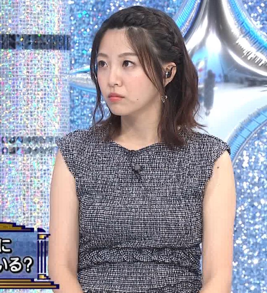 黒木千晶アナ おっぱい強調衣装キャプ・エロ画像3