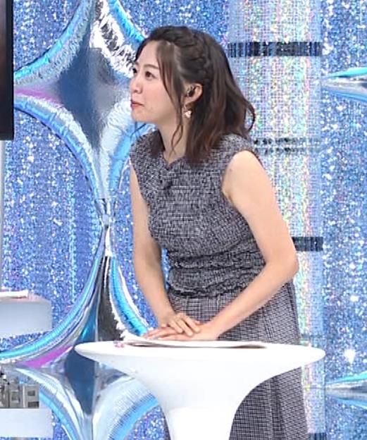 黒木千晶アナ おっぱい強調衣装キャプ・エロ画像4