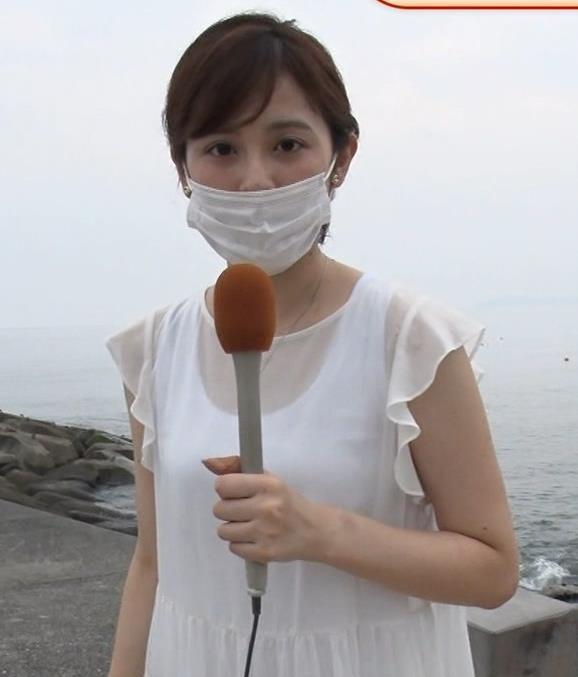 久慈暁子アナ ちょっと乳寄せキャプ・エロ画像