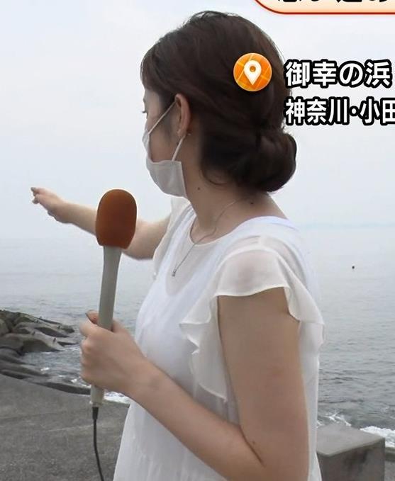 久慈暁子アナ ちょっと乳寄せキャプ・エロ画像2