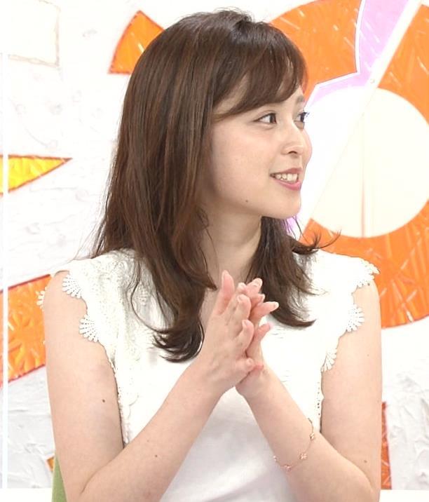 久慈暁子アナ ちょっと乳寄せキャプ・エロ画像11