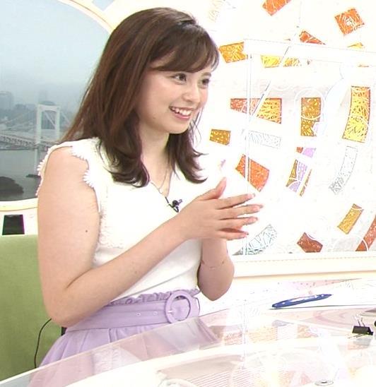 久慈暁子アナ ちょっと乳寄せキャプ・エロ画像12