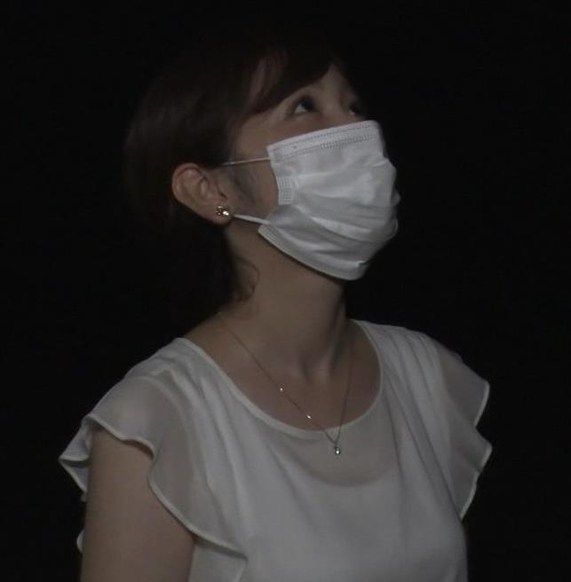 久慈暁子アナ ちょっと乳寄せキャプ・エロ画像4
