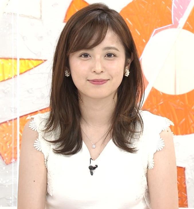 久慈暁子アナ ちょっと乳寄せキャプ・エロ画像8