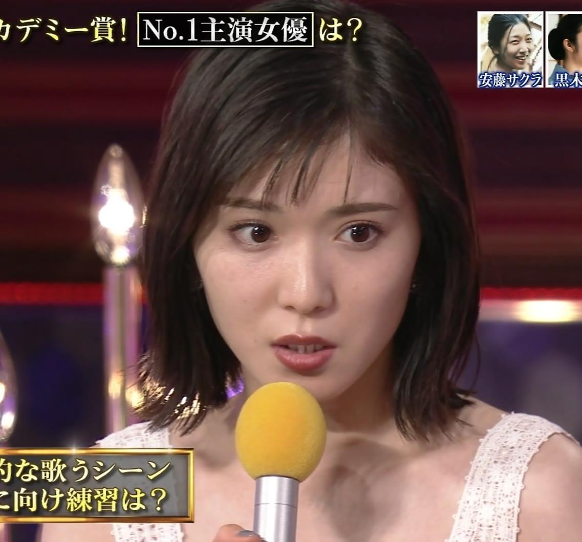 松岡茉優 巨乳の水着姿キャプ・エロ画像6