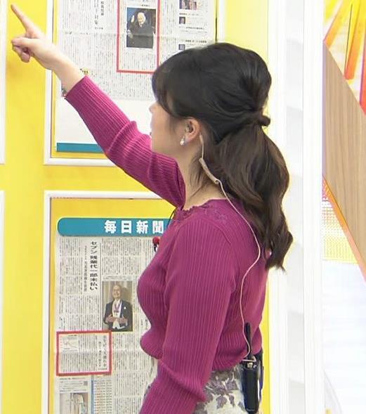 皆川玲奈アナ ニット巨乳キャプ・エロ画像2