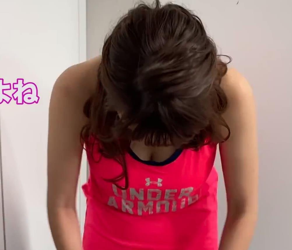 三谷紬アナ 胸の谷間を見せてくれる美人爆乳アナキャプ・エロ画像7