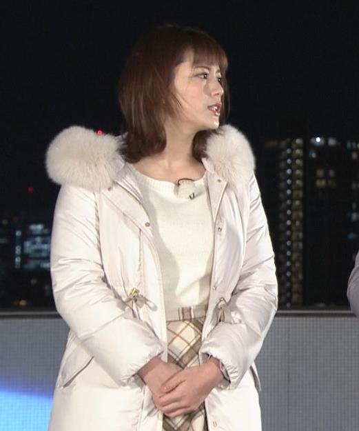 三谷紬アナ コートの下の爆乳キャプ・エロ画像2