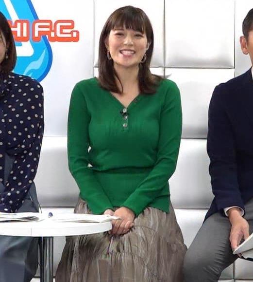 三谷紬アナ デカいニットおっぱいキャプ・エロ画像2