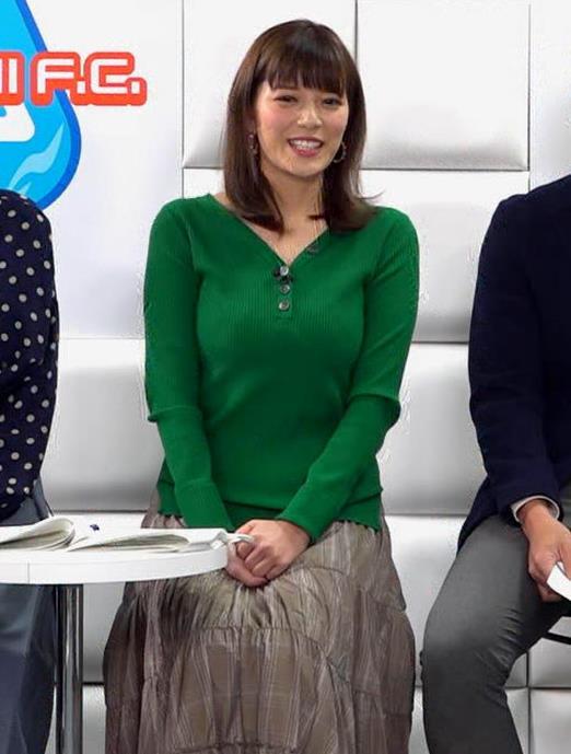 三谷紬アナ デカいニットおっぱいキャプ・エロ画像6