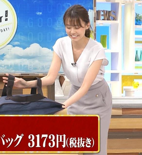 宮澤智アナ 前かがみ胸元チラキャプ・エロ画像11