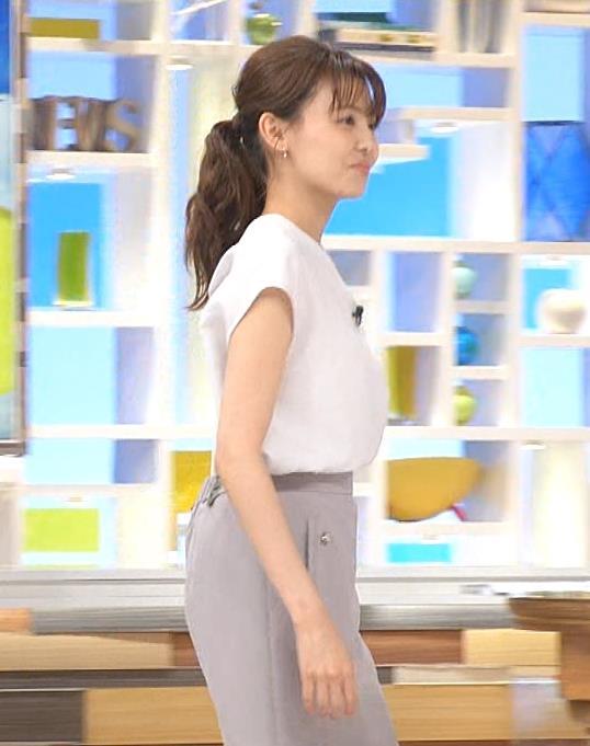 宮澤智アナ 前かがみ胸元チラキャプ・エロ画像4