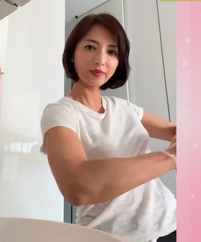 望月理恵 手洗いエロ&Tシャツおっぱいキャプ・エロ画像5