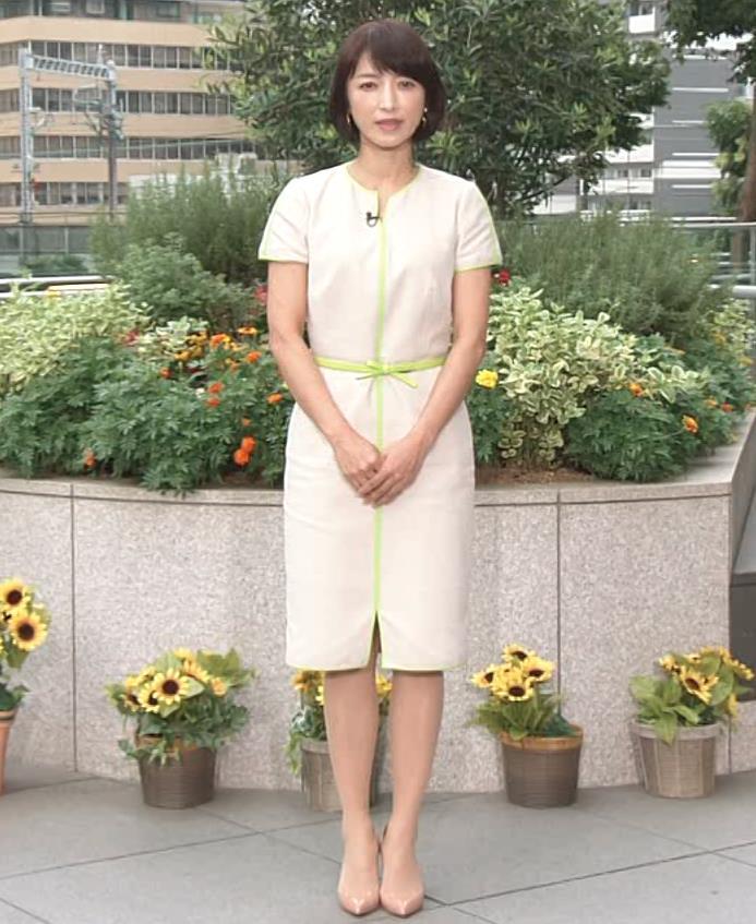 望月理恵 真ん中スリットでパンツ見えそうなミニスカート(ズムサタ)キャプ・エロ画像2