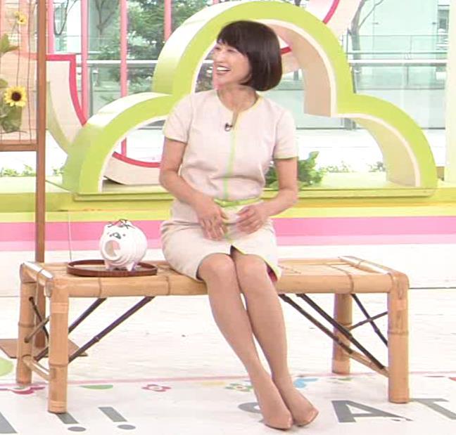 望月理恵 真ん中スリットでパンツ見えそうなミニスカート(ズムサタ)キャプ・エロ画像12