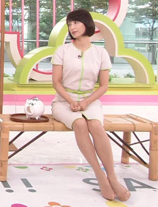 望月理恵 真ん中スリットでパンツ見えそうなミニスカート(ズムサタ)キャプ・エロ画像4
