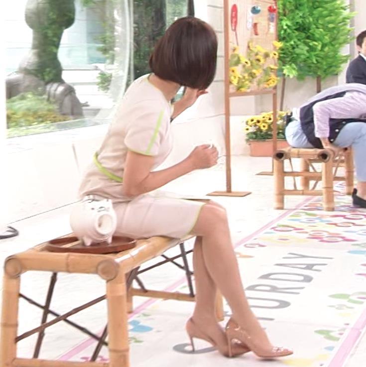 望月理恵 真ん中スリットでパンツ見えそうなミニスカート(ズムサタ)キャプ・エロ画像10