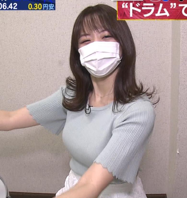 森香澄アナ 巨乳が際立つニットキャプ・エロ画像