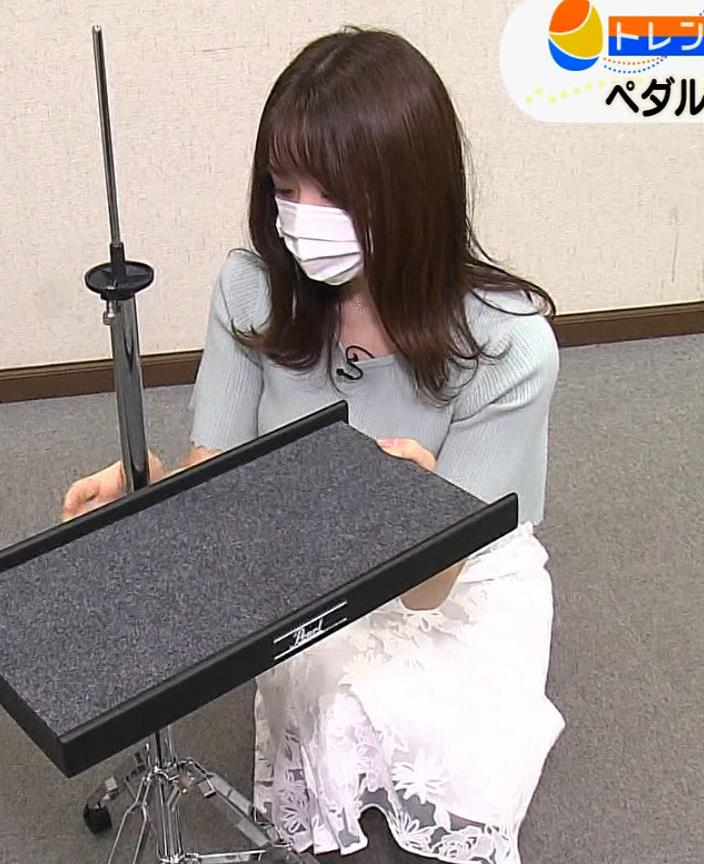 森香澄アナ 巨乳が際立つニットキャプ・エロ画像13