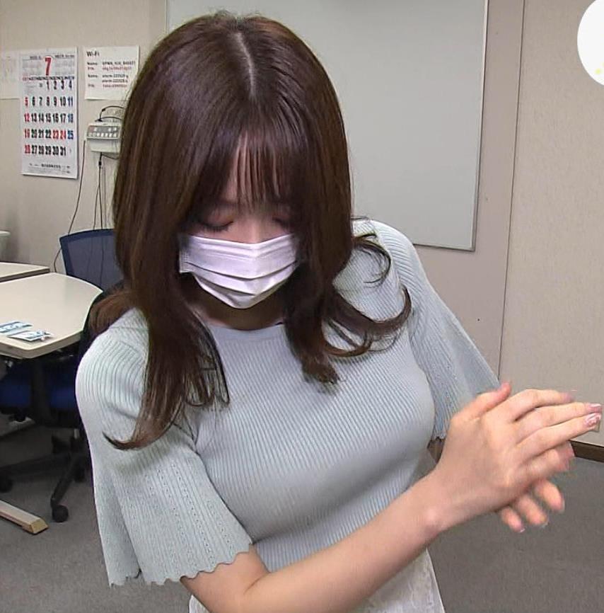 森香澄アナ 巨乳が際立つニットキャプ・エロ画像8