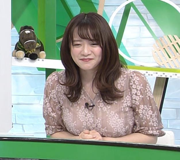 森香澄アナ おっぱいクッキリエロ衣装キャプ・エロ画像12