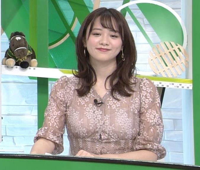 森香澄アナ おっぱいクッキリエロ衣装キャプ・エロ画像3
