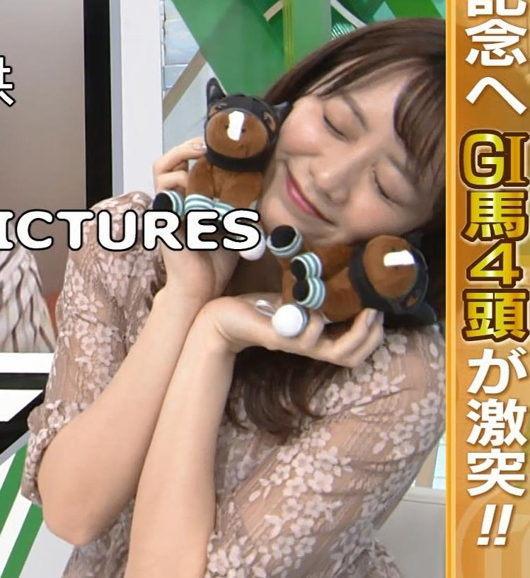 森香澄アナ おっぱいクッキリエロ衣装キャプ・エロ画像8