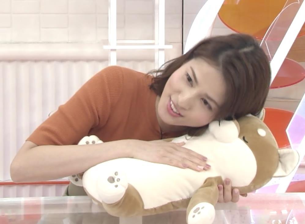 永島優美アナ おっぱいを押し当てるキャプ・エロ画像6