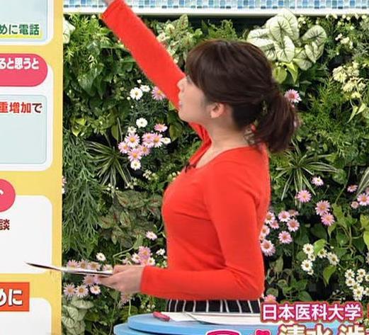 中川安奈アナ 巨乳横乳&お尻エロキャプ・エロ画像3