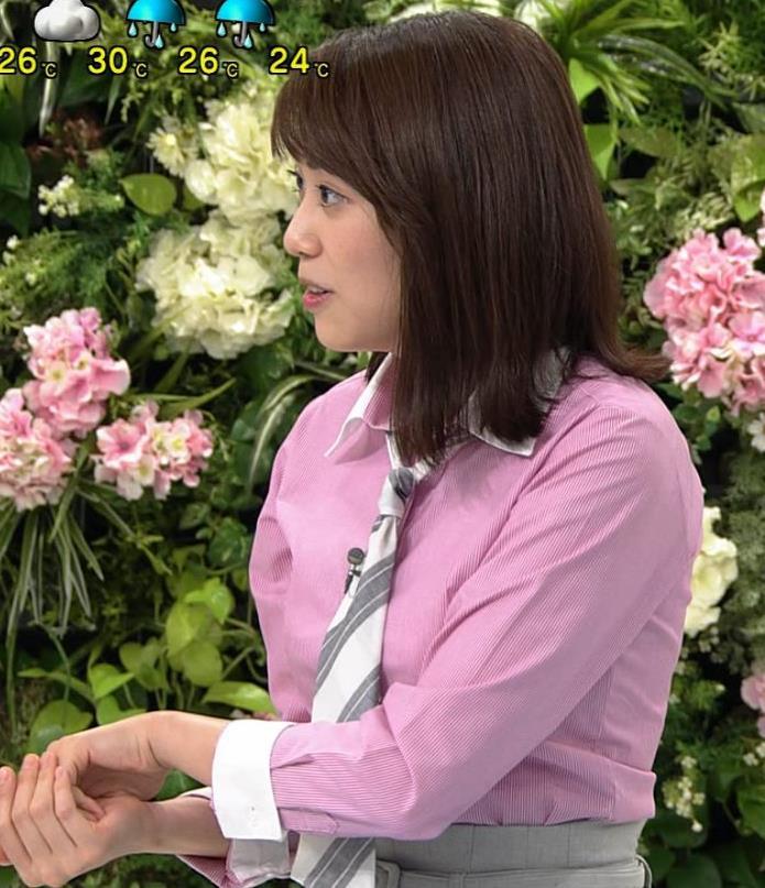 中川安奈アナ 巨乳なのにピチピチなTシャツを着てくれるキャプ・エロ画像4