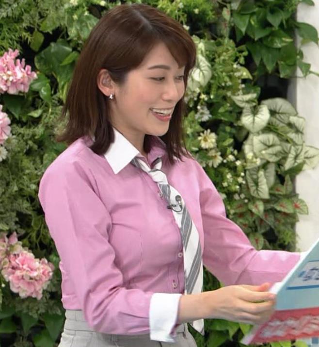 中川安奈アナ 巨乳なのにピチピチなTシャツを着てくれるキャプ・エロ画像5