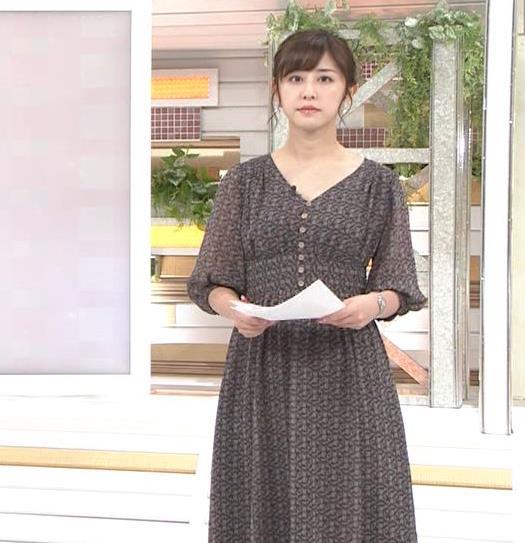 斎藤ちはるアナ Vネック、お辞儀で胸元チラキャプ・エロ画像3