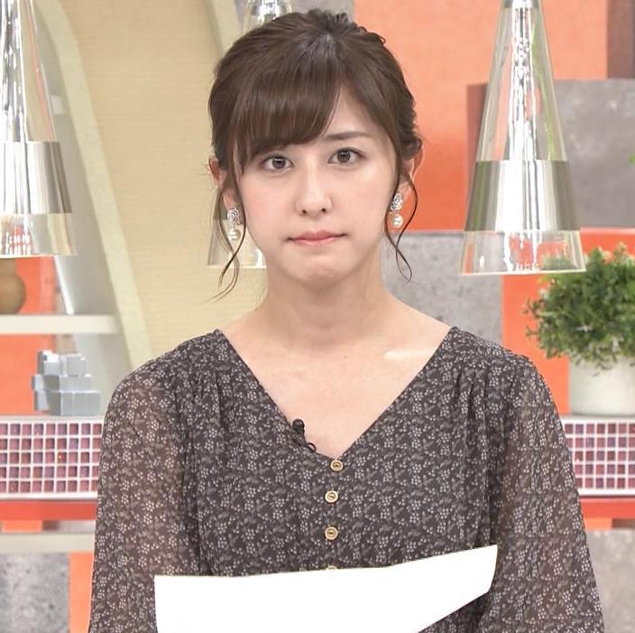 斎藤ちはるアナ Vネック、お辞儀で胸元チラキャプ・エロ画像5
