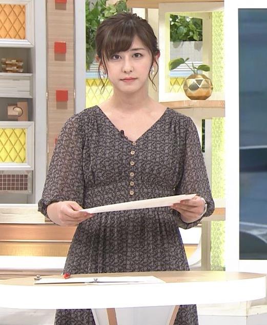 斎藤ちはるアナ Vネック、お辞儀で胸元チラキャプ・エロ画像6