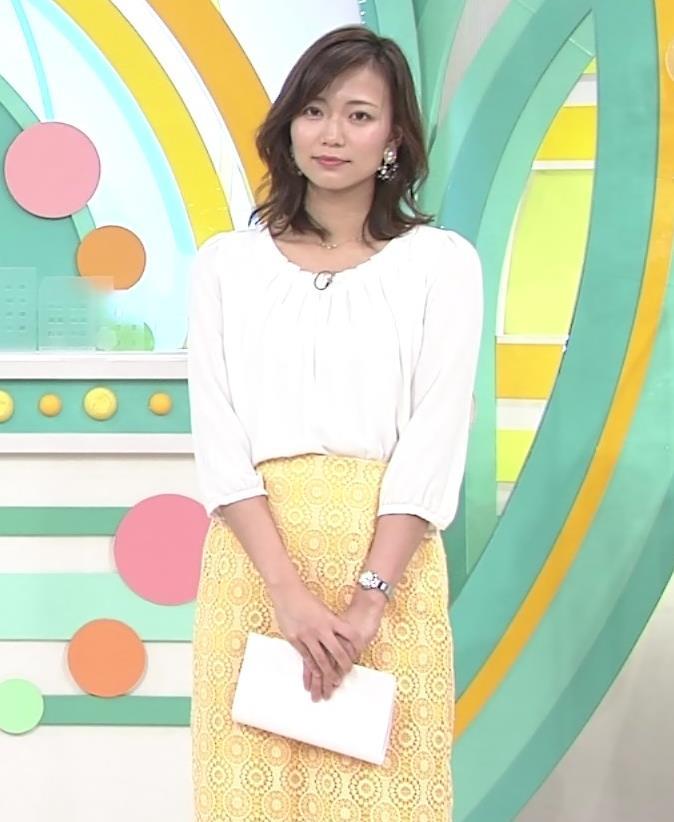 斎藤真美アナ スカートから脚のラインが浮き出るキャプ・エロ画像