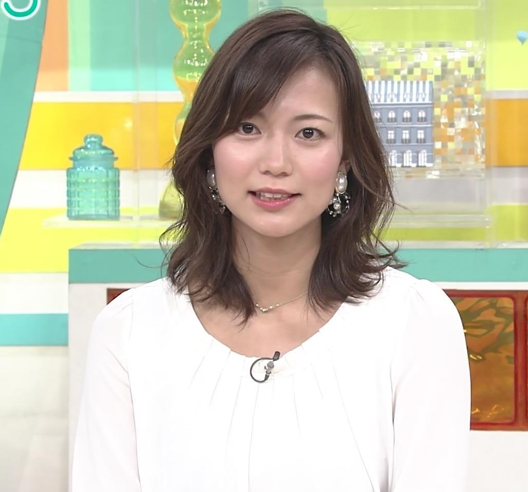 斎藤真美アナ スカートから脚のラインが浮き出るキャプ・エロ画像2