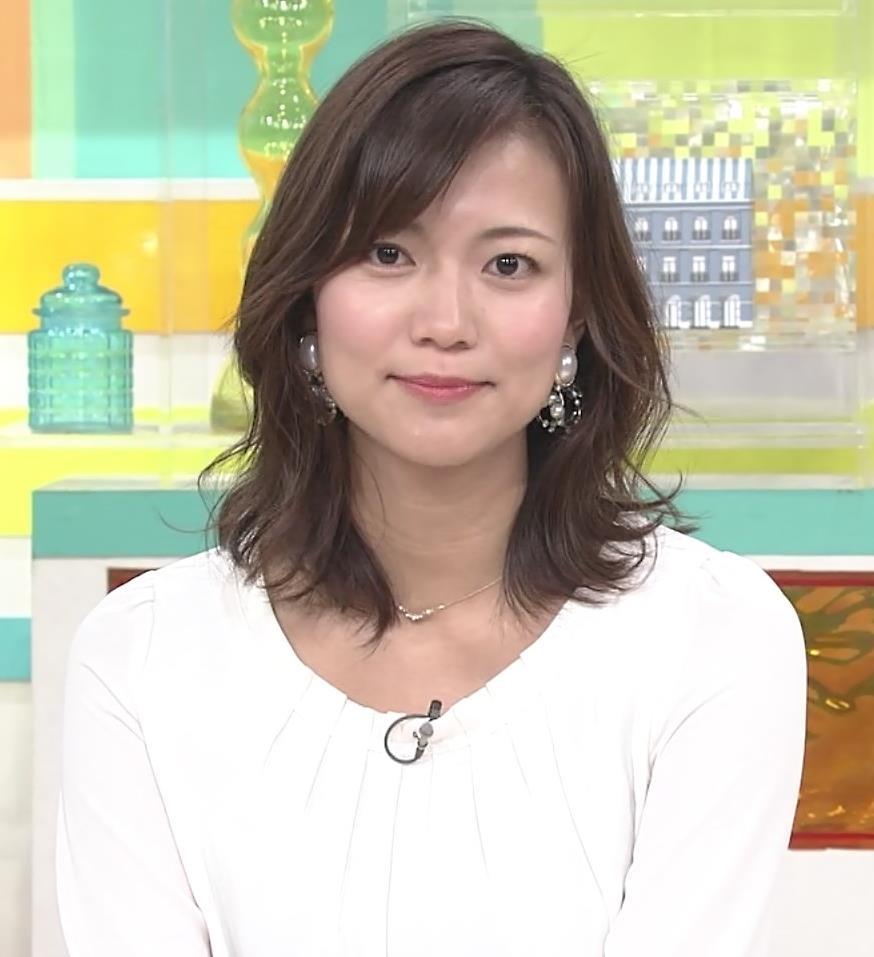 斎藤真美アナ スカートから脚のラインが浮き出るキャプ・エロ画像3