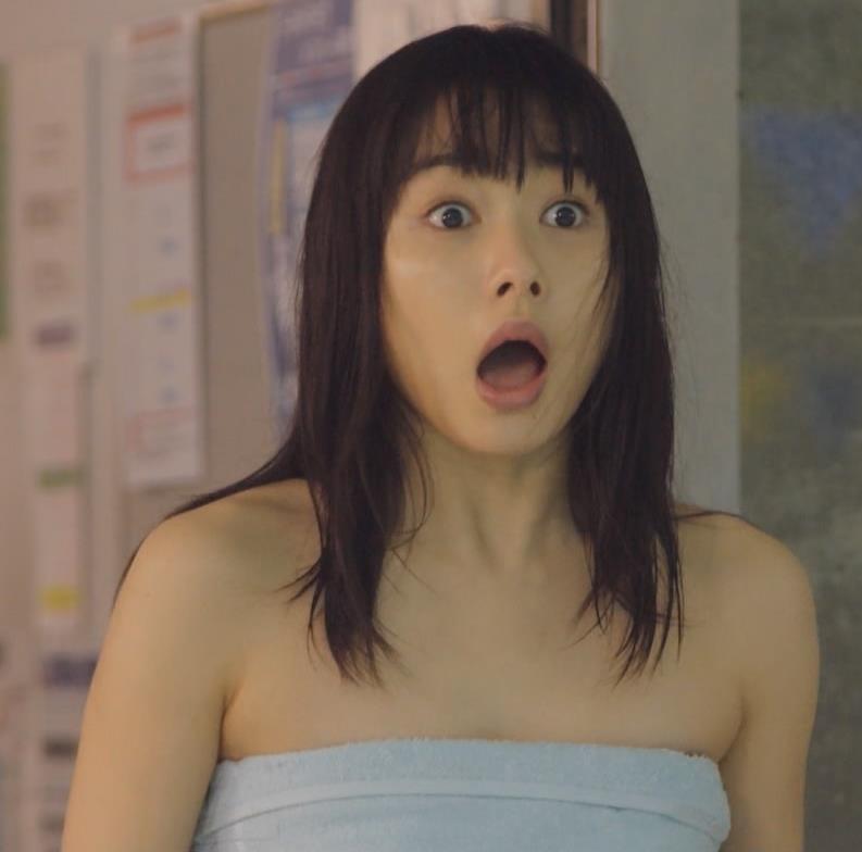桜井日奈子 裸タオル。胸が無いキャプ・エロ画像2