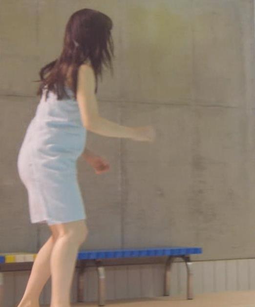 桜井日奈子 裸タオル。胸が無いキャプ・エロ画像6