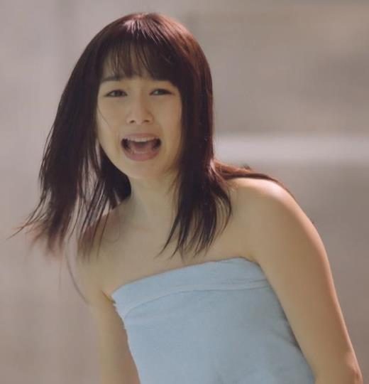 桜井日奈子 裸タオル。胸が無いキャプ画像(エロ・アイコラ画像)